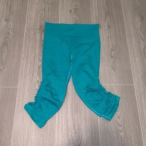 Lulu Lemon Electric Blue/ Teal Capris Knit